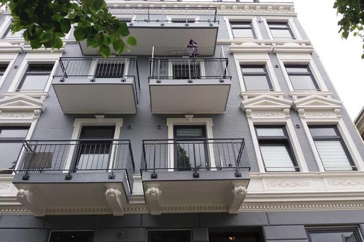 Fassade und Balkone
